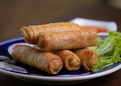 fried spring rolls with lattuce and dipping sauce